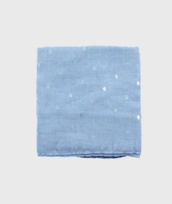Fular estampado azul claro.