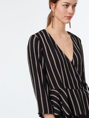 Blusa estampada a rayas negro.