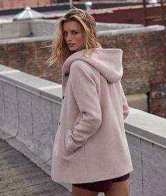 Manteau 3/4 à capuche rose poudre.