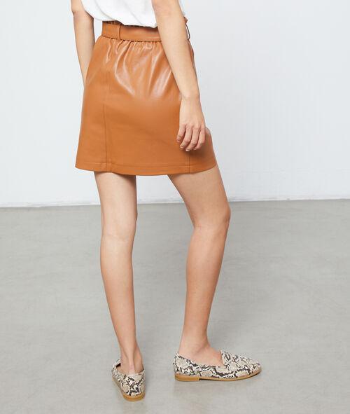 Falda con cinturón efecto cuero