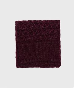 Écharpe tricotée prune.