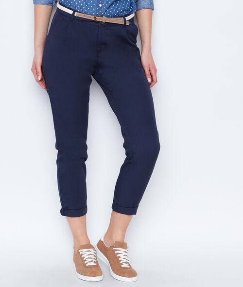Pantalón tipo chino con cinturón
