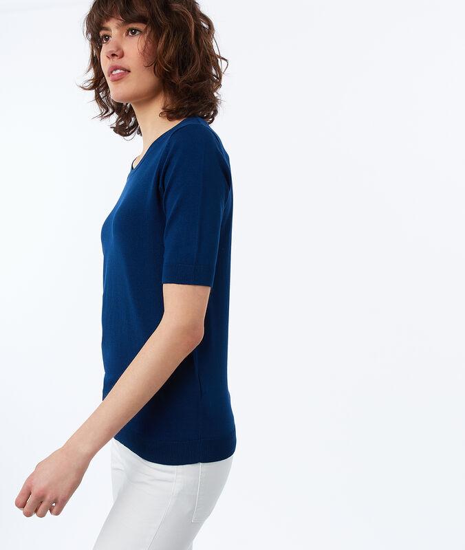 Jersey manga corta cuello redondo azul.