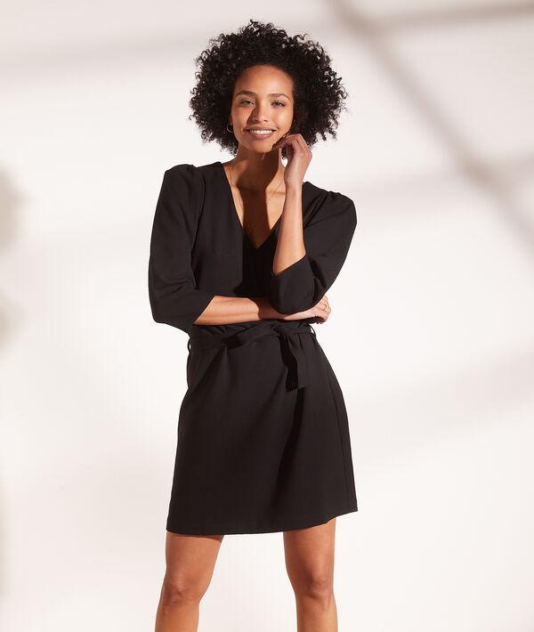 Vestido corto con cinturón