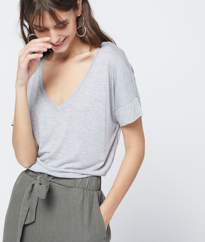Camiseta lisa escote en v c.gris.