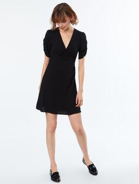 Vestido holgado escote en v negro.