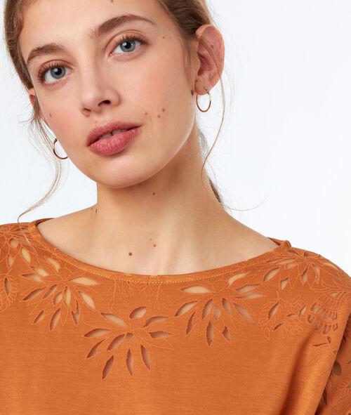 Camiseta cuello barco motivos florales