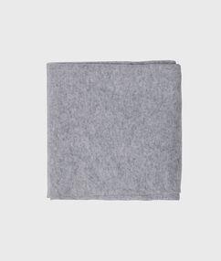 Echarpe en cachemire gris chine clair.