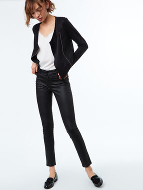 Pantalón pitillo efecto piel negro.
