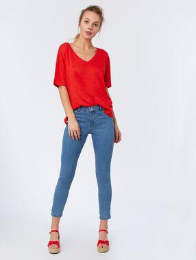 Camiseta lino escote en v rojo.