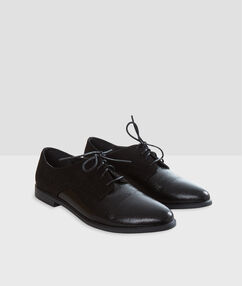Zapatos con cordones dos texturas negro.