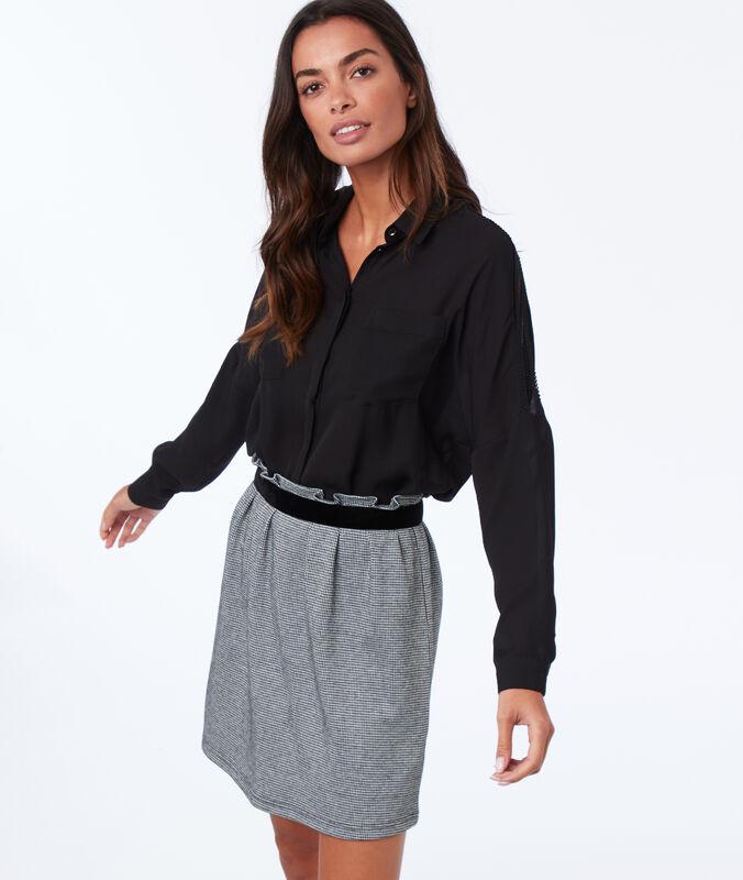 Falda ajustada estampado pata de gallo negro.