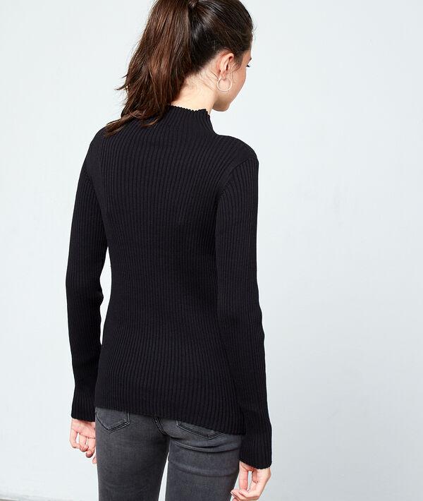 Suéter acanalado cuello alto
