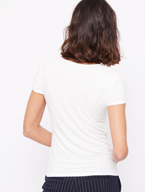 Camiseta acanalada cuello barco crudo.