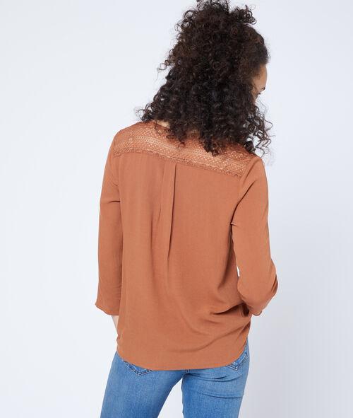 Blusa abotonada de guipur