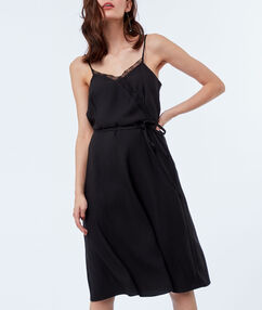 Vestido tirantes finos negro.
