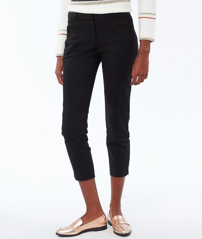 Pantalón capri recto negro.