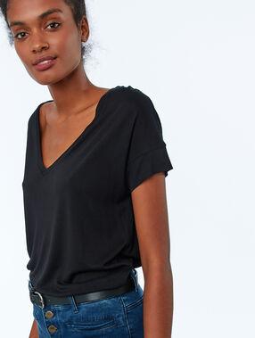 Camiseta lisa escote en v negro.
