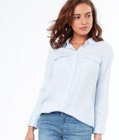 Camisa dos bolsillos tencel azul claro.