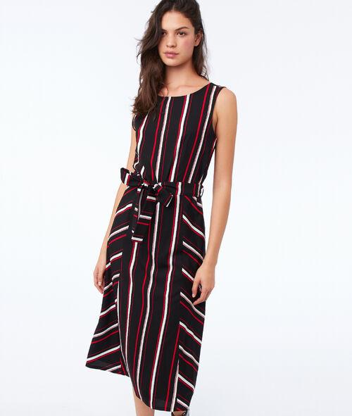 Vestido con cinturón estampado de rayas