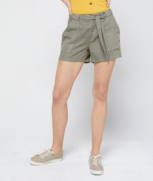 Pantalón corto con cinturón de Tencel