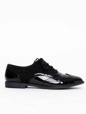 Zapatos de charol y efecto ante negro.