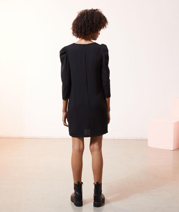 Vestido recto con mangas abullonadas