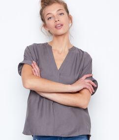 Camiseta manga corta escote en v caqui.