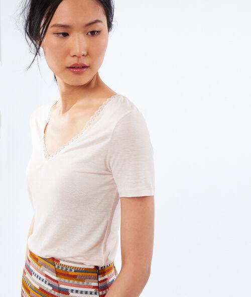 Camiseta escote en V detalles de encaje