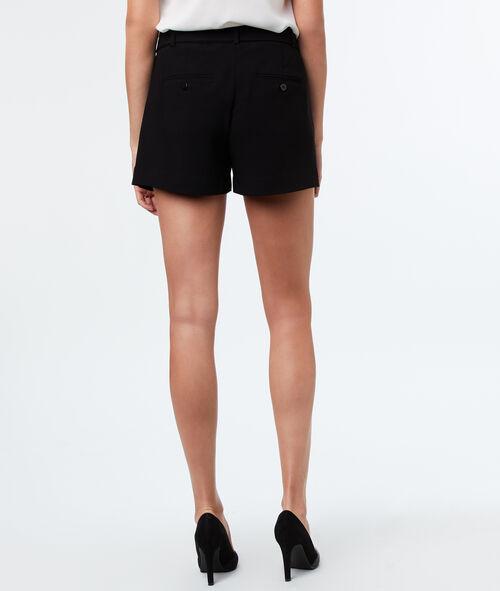 Pantalón corto con cinturón