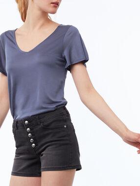 Pantalón corto cierre con botones negro.