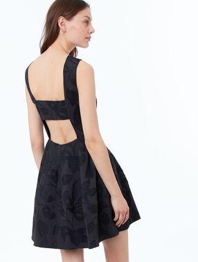 Vestido escote espalda negro.