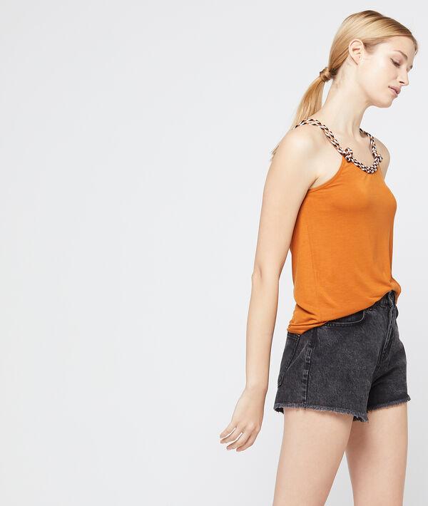 Camiseta con detalle de cuerda