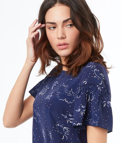 Top estampado azul marino.