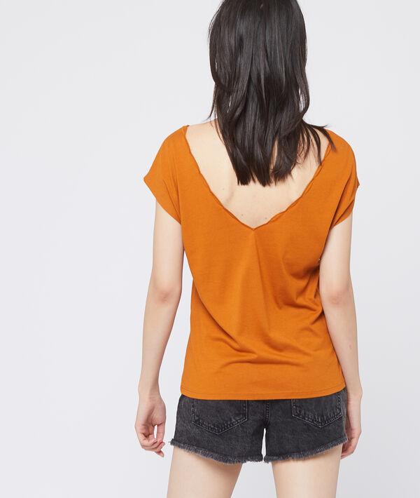 Camiseta escotada bordada