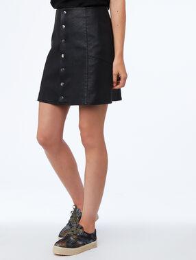 Falda con botones efecto piel negro.