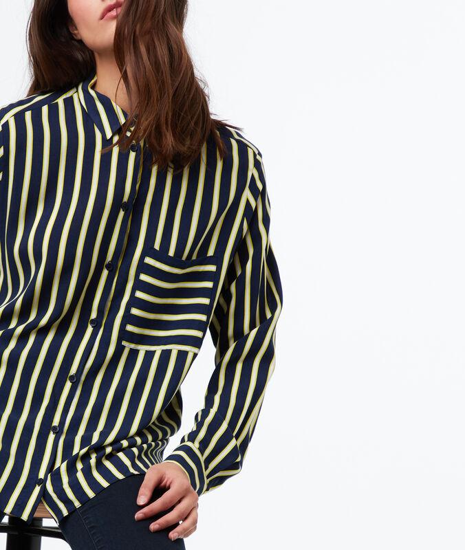 Camisa estampado de rayas azul marino.
