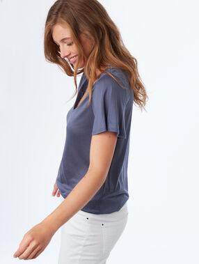 Camiseta escote en v tencel azul.