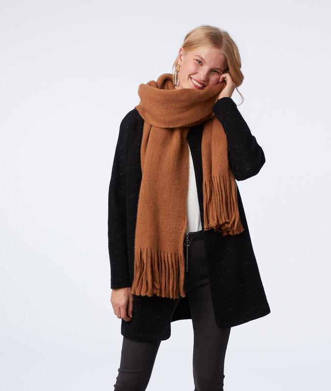 Bufanda con flecos marrón.
