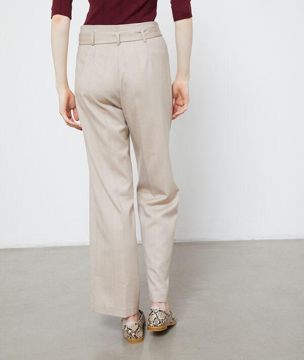 Pantalón ancho con cinturón