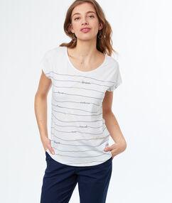 T-shirt à col bateau blanc.
