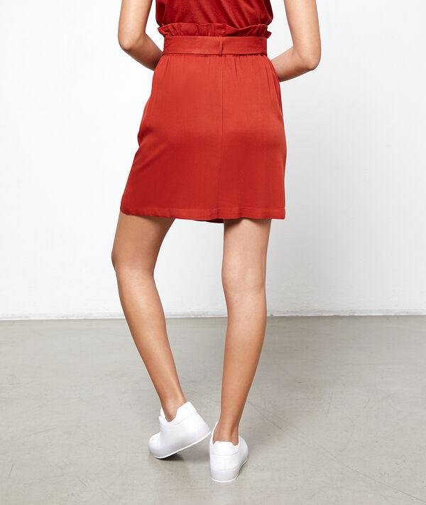 Falda recta con cinturón