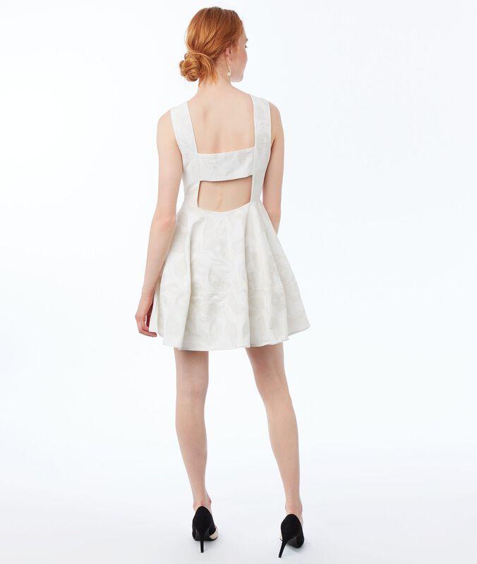 Vestido escote en la espalda crudo.