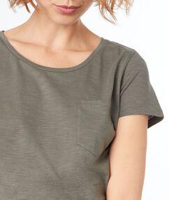 Camiseta cuello redondo caqui.