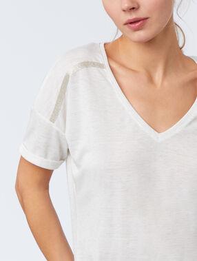 Camiseta escote en v crudo.