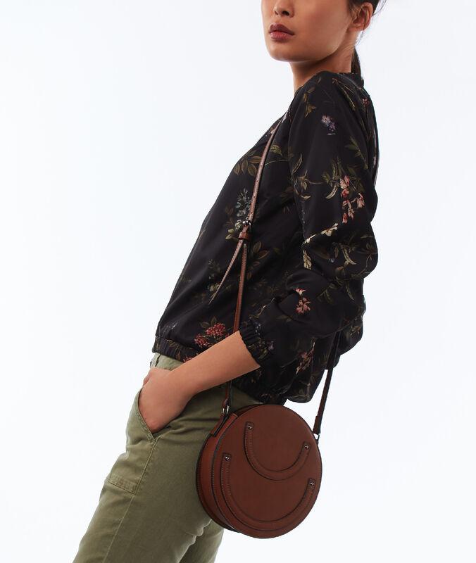 Bolso bandolera marrón.