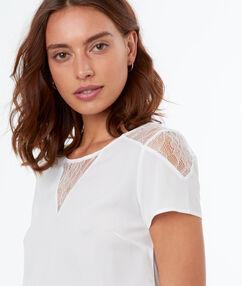 T-shirt avec empiècement en tulle écru.