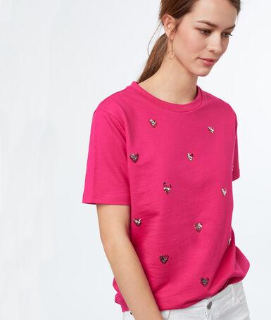 Camiseta corazones lentejuelas fucsia.