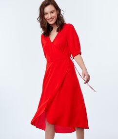 Vestido anudado lateral rojo.