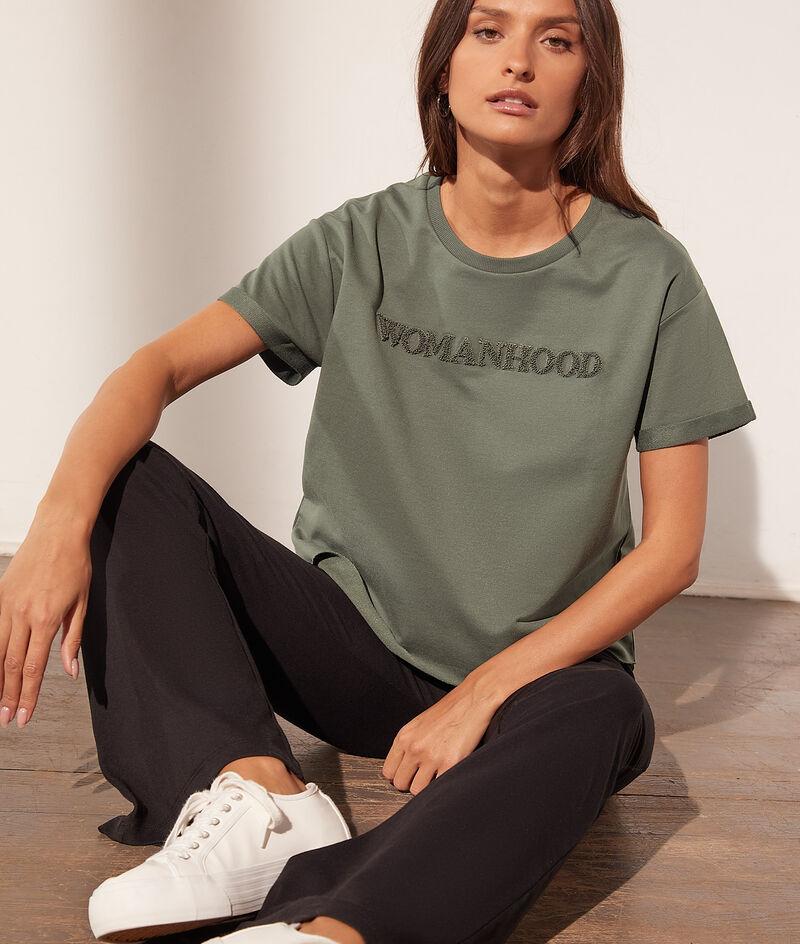 Camiseta 'womanhood'